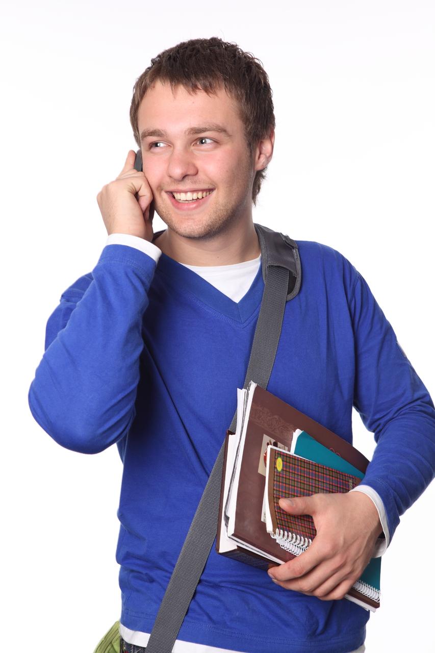 Фото парень разговаривает по телефону 8 фотография