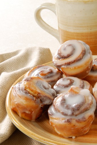 dr oz cinnabon cinnamon rolls recipe made low fat low calorie well buzz. Black Bedroom Furniture Sets. Home Design Ideas