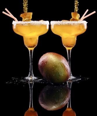 Dr. Oz talked to Sandra Lee, who shared her great Mango Beach Cocktail recipe. (REDAV / Shutterstock.com)