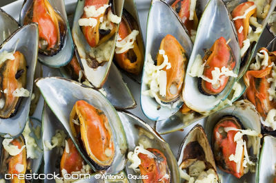 Yummy grilled mussles with cheese
